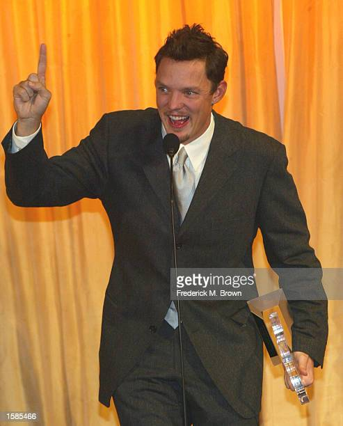 Actor Matthew Lillard accepts his Innovator Award during the 10th Annual Diversity Awards at the Beverly Hills Hotel on November 3 2002 in Beverly...