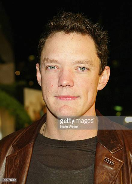 Actor Matthew Lillard arrives at the premiere of Paramount's The Perfect Score at the Cinerama Dome on January 27 2004 in Los Angeles California