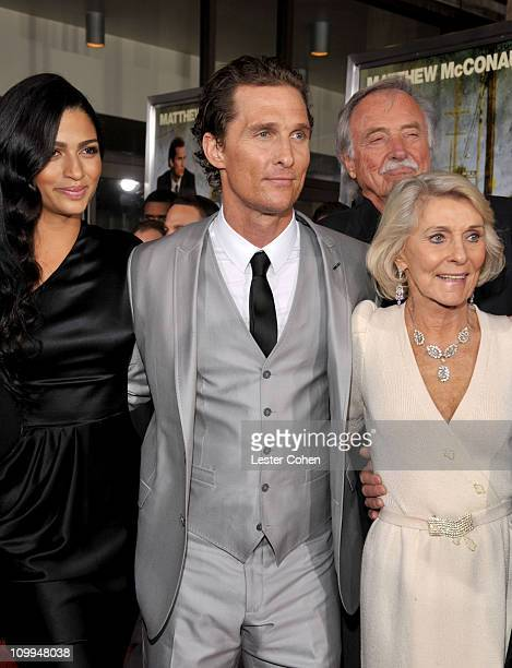 Actor Matthew McConaughey arrives with his wife Camila Alves his mother Kay McCabeat and father James Donald McConaughey at The Lincoln Lawyer Los...