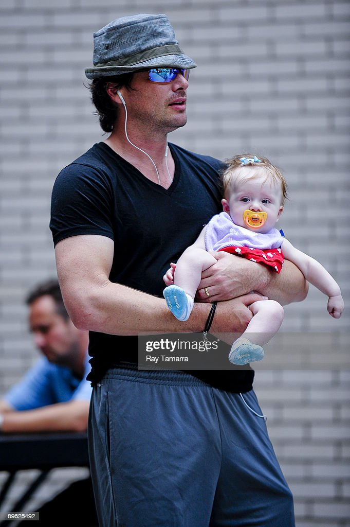 Actor Matthew Settle (L) and his daughter Aven Angelica walk to the 'Gossip Girl' movie set at the Ziegfeld Theater on August 05, 2009 in New York City.