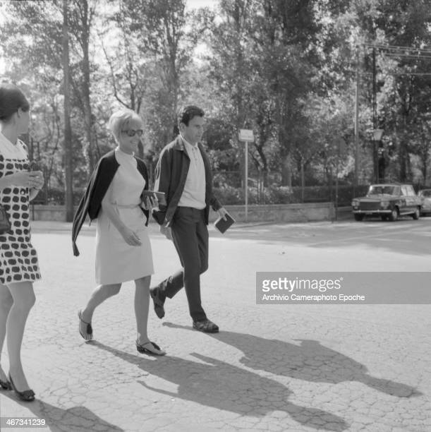 Actor Maximilian Schell with sister Immy and actress Cordula Trantow at the Lido in Venice during the filming of the movie 'The Castle' 1968