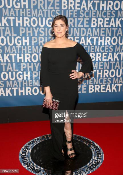 Actor Mayim Bialik attends the 2018 Breakthrough Prize at NASA Ames Research Center on December 3 2017 in Mountain View California