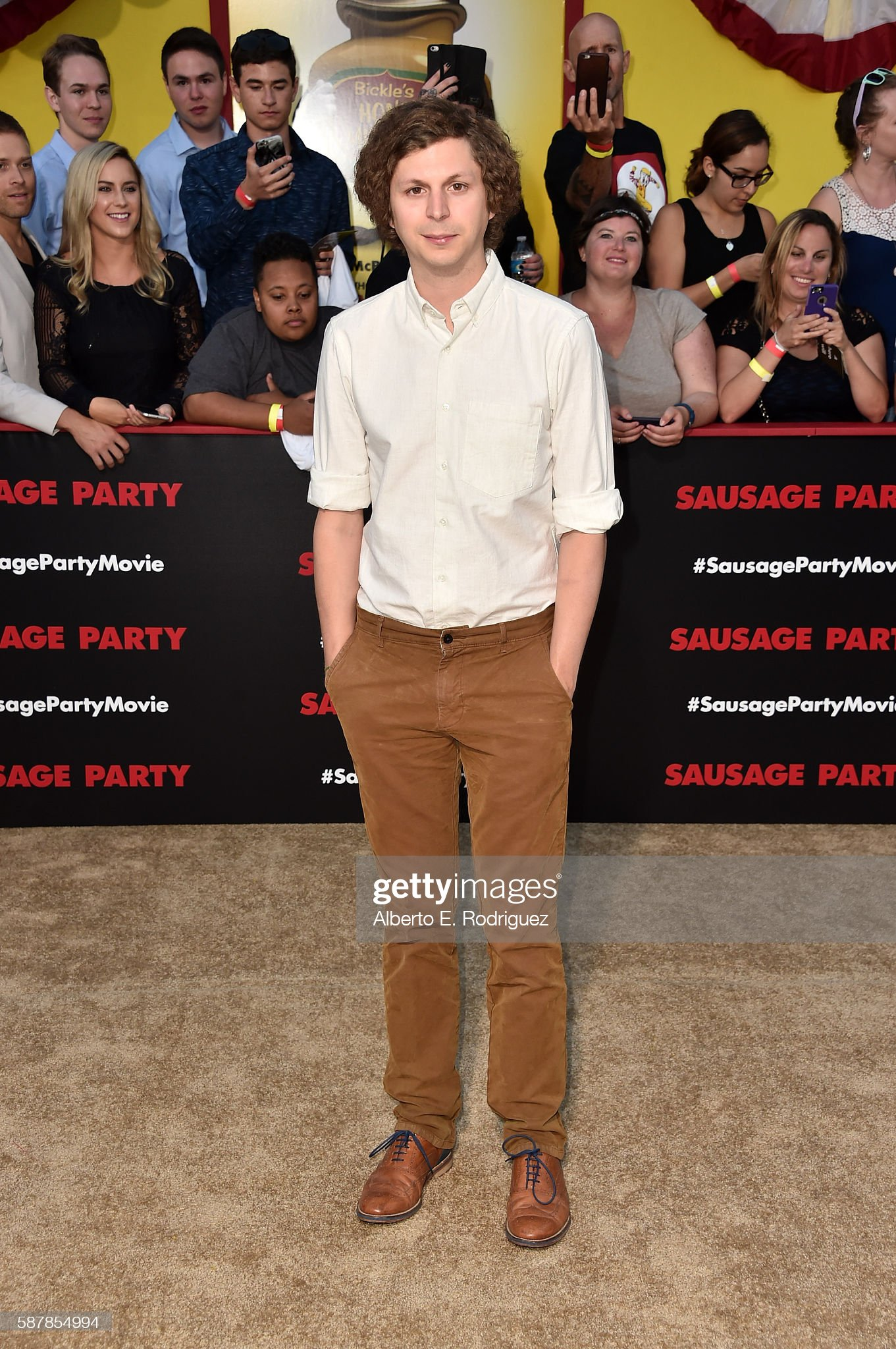¿Cuánto mide Michael Cera? - Altura - Real height Actor-michael-cera-attends-the-premiere-of-sonys-sausage-party-at-picture-id587854994?s=2048x2048
