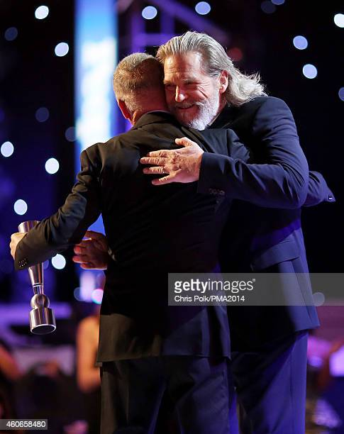 Actor Michael Keaton accepts the award for Movie Performance of the Year Actor from Jeff Bridges onstage during the PEOPLE Magazine Awards at The...