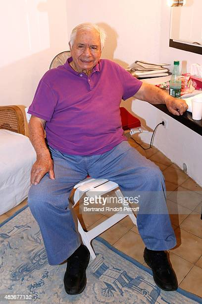 Actor Michel Galabru poses Backstage after the 'Jofroi' Theater Play during the 31th Ramatuelle Festival : Day 11, on August 11, 2015 in Ramatuelle,...