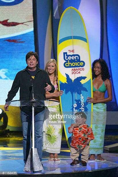 Actor Mike Meyers accepts the Teen Choice Ultimate Choice Award with Verne Troyer on stage at The 2004 Teen Choice Awards held at Universal...