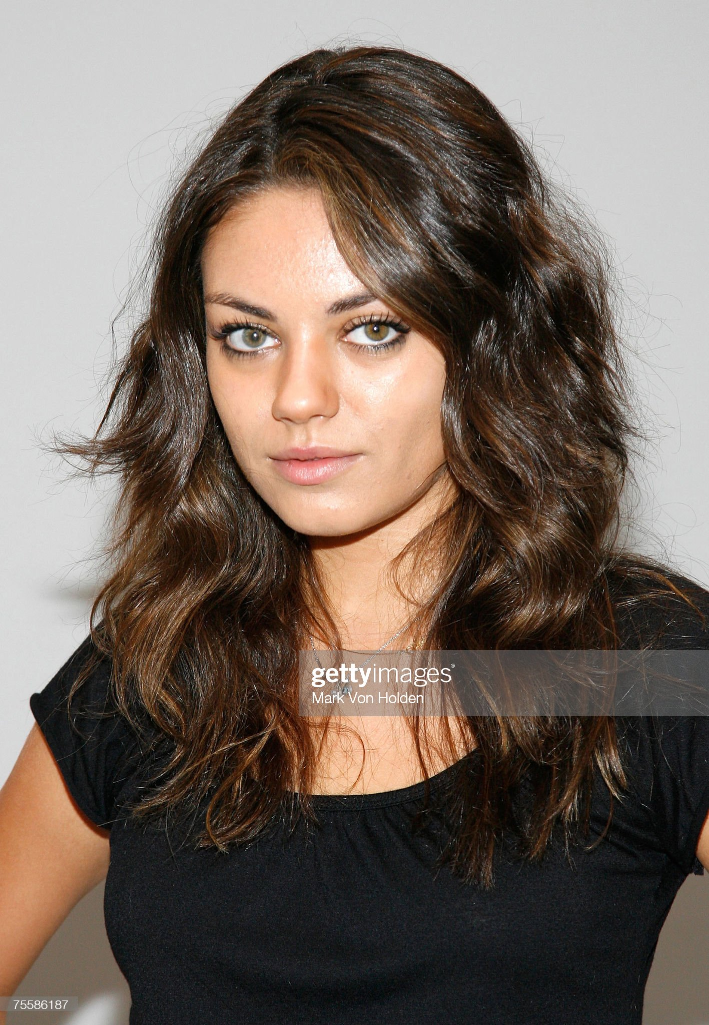 Hazel eyes - Personas famosas con los ojos de color AVELLANA Actor-mila-kunis-at-the-family-guy-press-conference-during-the-just-picture-id75586187?s=2048x2048