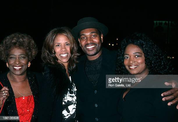 Actor Mykelti Williamson mother and wife Sondra Spriggs attending the world premiere of 'Ali' on December 12 2001 at Grauman Chinese Theater in...
