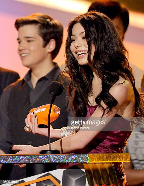 Actor Nathan Kress and actress Miranda Cosgrove accepts the Favorite TV Show award onstage at Nickelodeon's 23rd Annual Kids' Choice Awards held at...