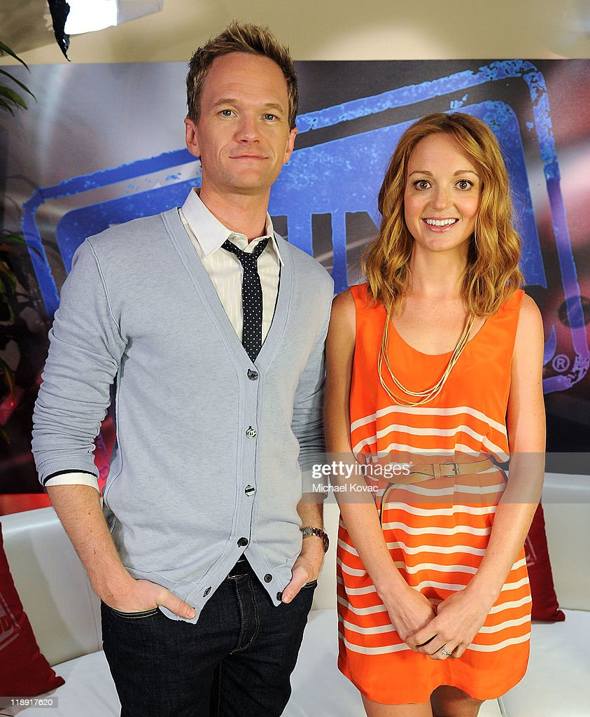 Neil Patrick Harris And Jayma Mays Visit Young Hollywood Studio