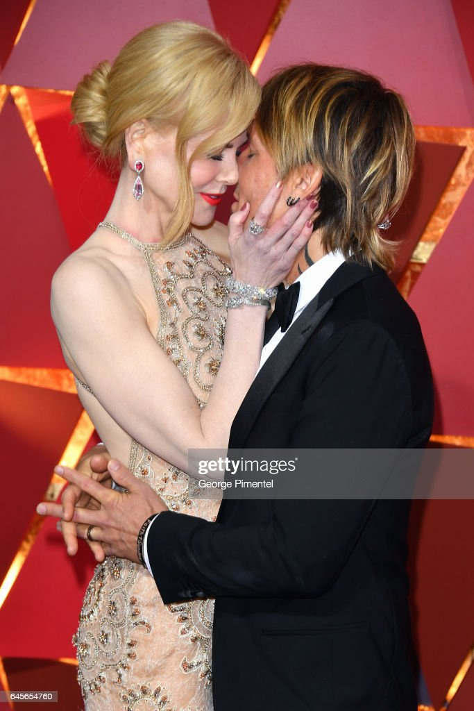 Actor Nicole Kidman (R) and singer Keith Urban kiss at the 89th Annual Academy Awards at Hollywood & Highland Center on February 26, 2017 in Hollywood, California.
