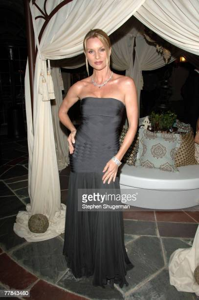 ACCESS** Actor Nicolette Sheridan attends Simply Spectacular Tiffany Co Celebrates 2008 Blue Book Collection at Greystone Mansion on November 10 2007...