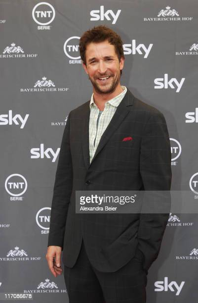 Actor Noah Wyle poses during a photo opportunity before the screening of the Germany premiere on TNT Serie 'Falling Skies' on June 21, 2011 in...