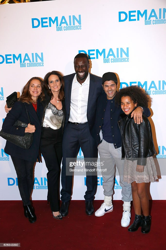Actor of the movie Omar Sy and his wife Helene standing between humorist Jamel Debbouze, his wife Melissa Theuriau and actress Gloria Colston attend the 'Demain Tout Commence' Paris Premiere at Cinema Le Grand Rex on November 28, 2016 in Paris, France.