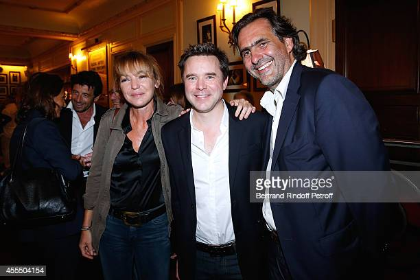 Actor of the piece Guillaume de Tonquedec standing between Journalist Emmanuel Chain and his wife director Valerie Guignabodet pose after 'Un diner...