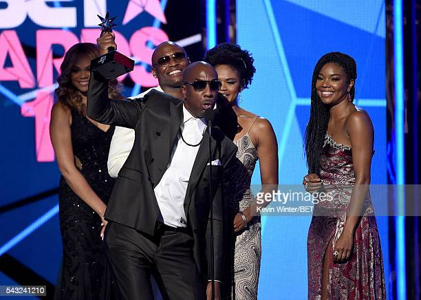 Actor Omar Epps actor J B Smoove actress Kimberly Elise and actress Gabrielle Union accept the Best Male Hip Hop Artist award on behalf of winner...