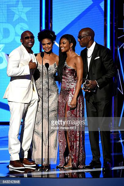 Actor Omar Epps actress Kimberly Elise actress Gabrielle Union and actor J B Smoove accept the Best Male Hip Hop Artist award on behalf of winner...
