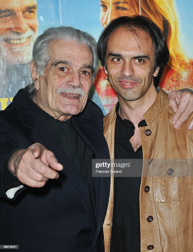 actor Omar Sharif (L) and Director Laurent Vinas-Raymond and attend the premiere for 'J'ai Oublie de te Dire' at Le Cinema des Cineastes on April 26, 2010 in Paris, France.