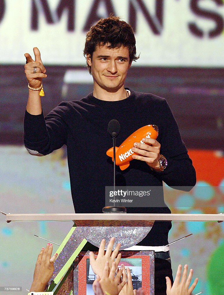 Actor Orlando Bloom accepts the award for Favorite Movie for 'The Pirates of the Caribbean: Dead Man's Chest' at Nickelodeon's 20th Annual Kids' Choice Awards at UCLA's Pauley Pavilion on March 31, 2007 in Westwood, California.