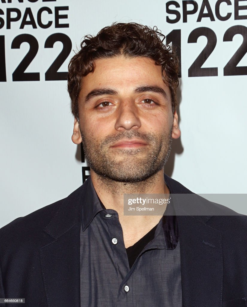 Actor Oscar Isaac attends the PS 122 Gala Honoring Alan Cumming at The Diamond Horseshoe on April 4, 2017 in New York City.
