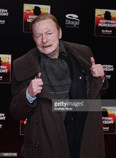Actor Otto Sander arrives for the 'Hinterm Horizont' musical premiere at Theater am Potsdamer Platz on January 13 2011 in Berlin Germany