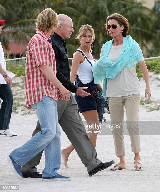 Actor Owen Wilson his father Robert Wilson actress Jennifer Aniston his mother Laura Wilson are seen filming a scene from the movie Marley Me at the...