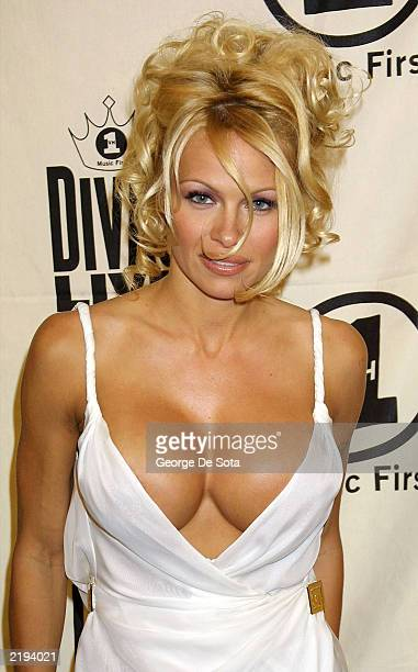 Actor Pamela Anderson attends the 'VH1 Divas Live' event at Radio City Music Hall in New York City April 10 2001