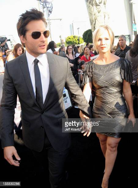 Actor Peter Facinelli and wife Jennie Garth arrives to the premiere of Summit Entertainment's 'The Twilight Saga Eclipse' during the 2010 Los Angeles...