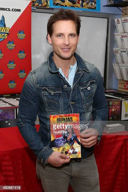 Actor Peter Facinelli attends the 'Protocol Orphans' fan event at Midtown Comics on November 20 2013 in New York City