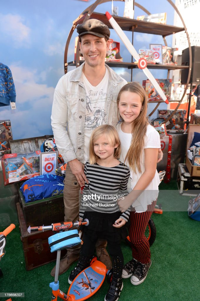 "Actor Peter Facinelli (L), daughters Lola Ray Facinelli (R), and Fiona Eve Facinelli attend the world-premiere of ""Disney's Planes"" presented by Target at the El Capitan Theatre on August 5, 2013 in Hollywood, California."