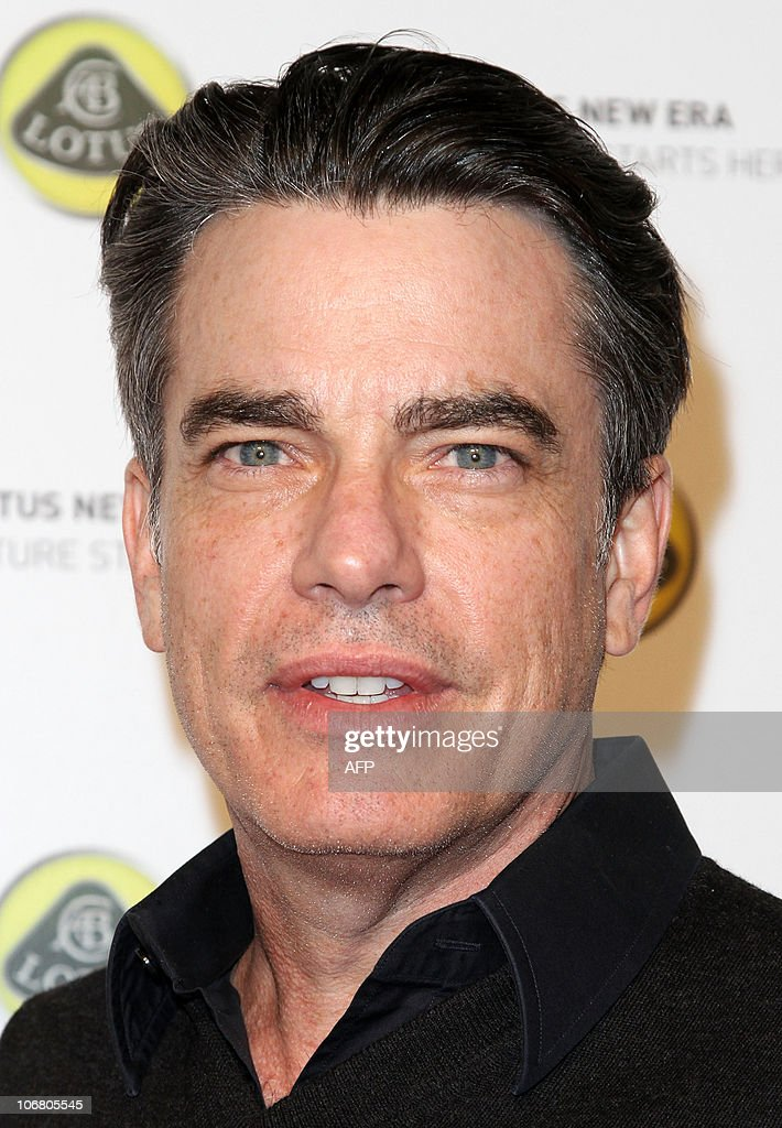 Actor Peter Gallagher arrives for the Lo : News Photo