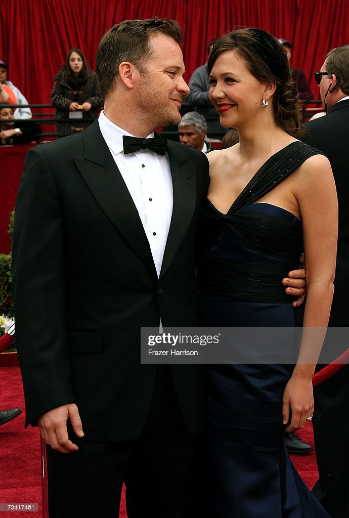 Actor Peter Sarsgaard and wife Maggie Gyllenhaal attend the 79th Annual Academy Awards held at the Kodak Theatre on February 25, 2007 in Hollywood, California.