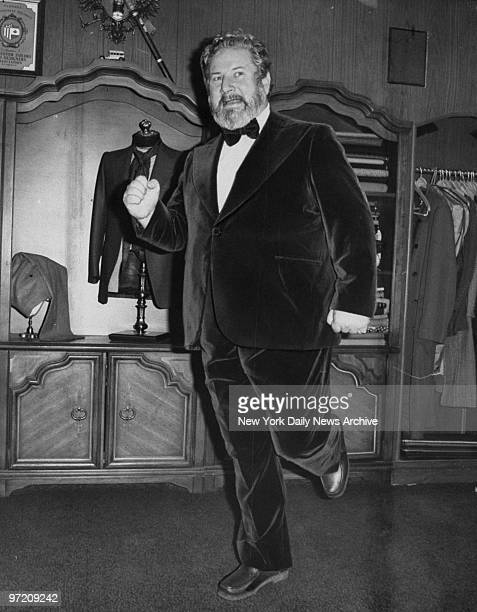 Actor Peter Ustinov wearing a velvet suit in New York