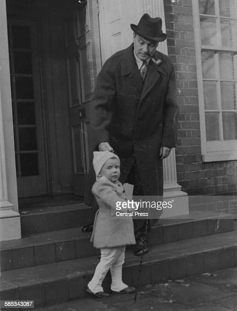 Actor Ralph Richardson pictured outside his home with his young son January 1st 1947 Printed upon the announcement of his inclusion in the King's...