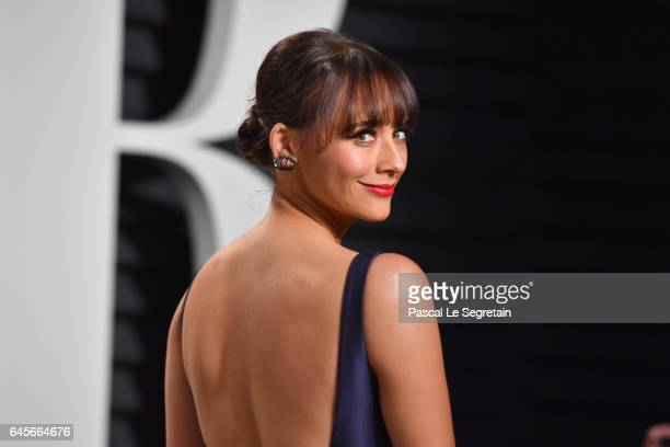 Actor Rashida Jones attends the 2017 Vanity Fair Oscar Party hosted by Graydon Carter at Wallis Annenberg Center for the Performing Arts on February...