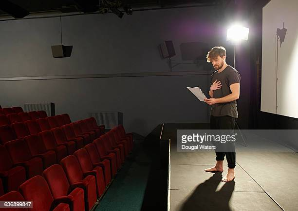 actor rehearsing his lines on stage. - actor stockfoto's en -beelden