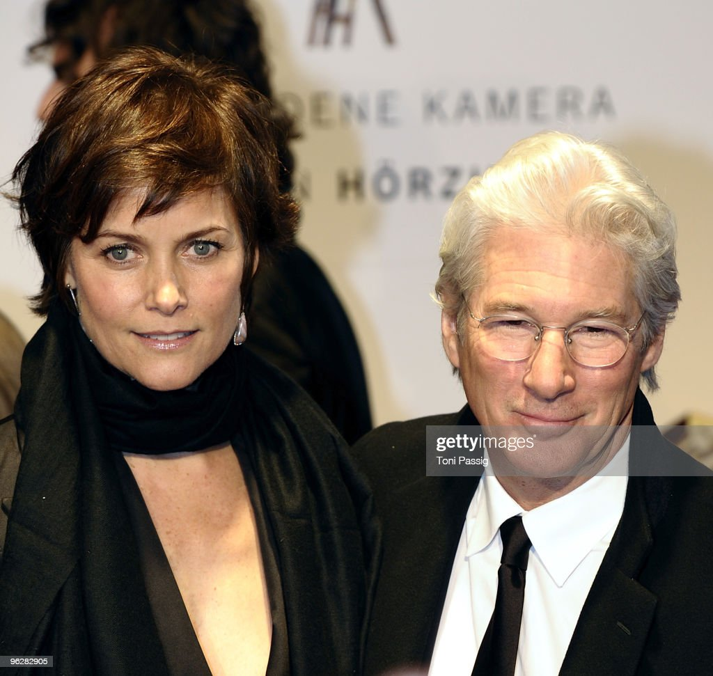 US actor Richard Gere and his wife Carey Lowell attend the Goldene Kamera 2010 Award at the Axel Springer Verlag on January 30, 2010 in Berlin, Germany.
