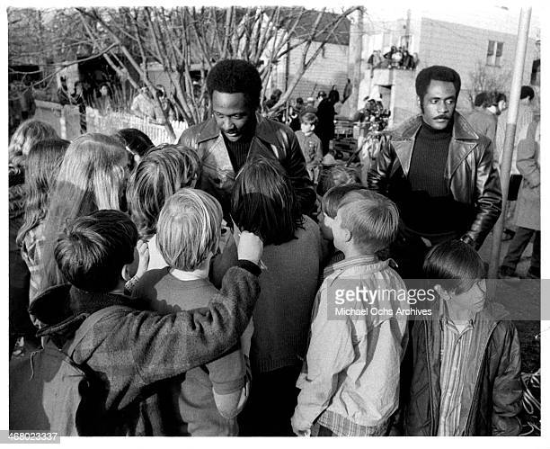 """Actor Richard Roundtree and stunt double on set of the movie """"Shaft's Big Score!"""", circa 1972."""