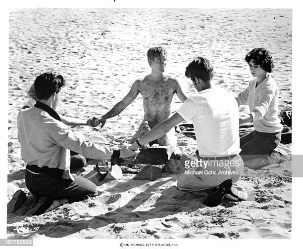 Actor Richard Thomas actress Mary Kai Clark actor Dennis Quaid actor Tom Hulce and actress Deborah Benson on set for the Universal Studios movie...