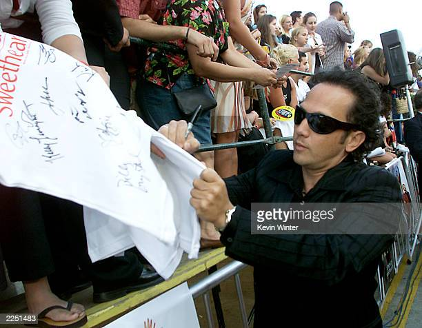 Actor Rob Schneider signs autographs for fans before the premiere of the movie 'America's Sweethearts' at the Westwood Mann Bruin Los Angeles CA...