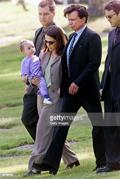 Actor Robert Blake center walks to the gravesite of his slain wife Bonny Lee Bakley during her funeral May 25 2001 in Los Angeles CA Blake's daughter...