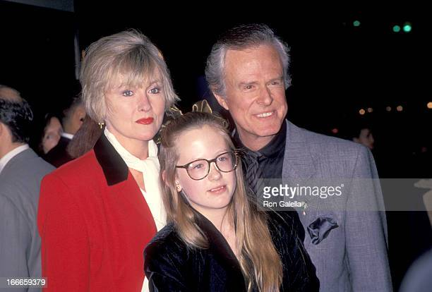 Actor Robert Culp Candace Faulkner and daughter Samantha Culp attend the Pelican Brief Westwood Premiere on December 13 1993 at Mann Bruin Theatre in...
