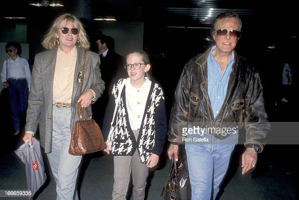 Actor Robert Culp, Candace Faulkner, and daughter Samantha Culp on November 20, 1992 arriving at the Los Angeles International Airport in Los...