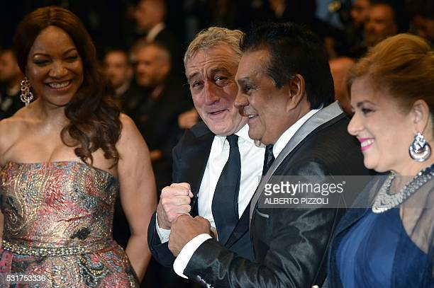 US actor Robert de Niro and his wife Grace Hightoweron Panamanian boxer Roberto Duran and his wife Felicidad pose as they arrive on May 16 2016 for...