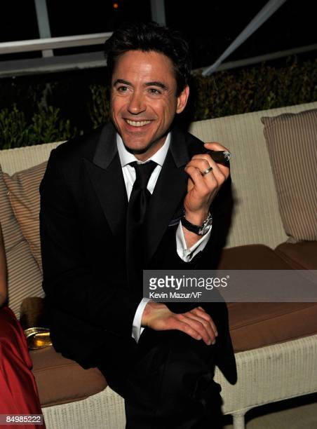 Actor Robert Downey Jr attends the 2009 Vanity Fair Oscar party hosted by Graydon Carter at the Sunset Tower Hotel on February 22 2009 in West...