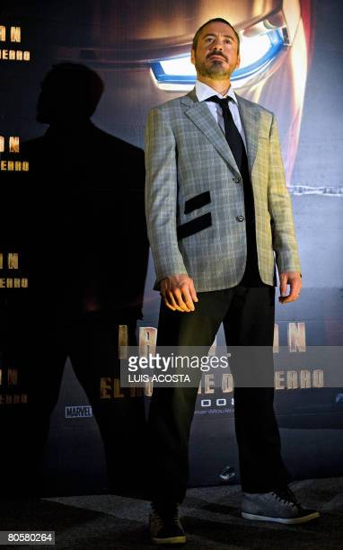 "Actor Robert Downey Jr. Poses for photographers during the avant premier of the movie ""Ironman"" in Mexico City on April 9, 2008. AFP PHOTO/Luis ACOSTA"