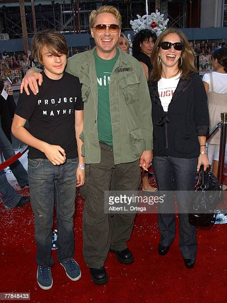 """Actor Robert Downey Jr., wife/producer Susan Levin and son Indio arrive at the premiere of Warner Bros. And Silver Pictures' """"Fred Claus"""" held at..."""