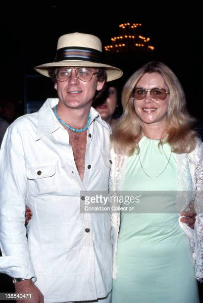 Actor Robert Foxworth and his wife 'Bewitched' actress Elizabeth Montgomery attend an event in circa 1981 in Los Angeles California