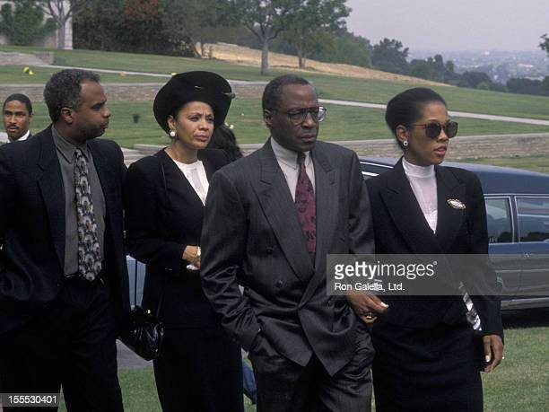 Actor Robert Guillaume and wife Donna Brown attend the funeral service for Sammy Davis Jr on May 18 1990 at Forest Lawn Memorial Park in Los Angeles...