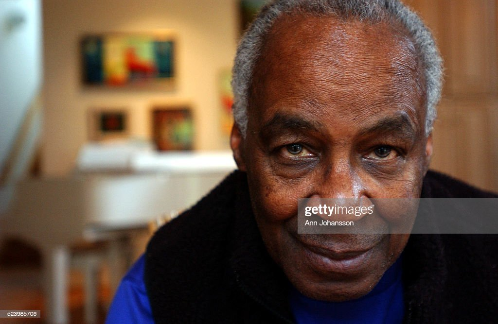 Actor Robert Guillaume poses for a portrait at his home in Encino.